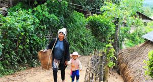 kyaing tong mom and son